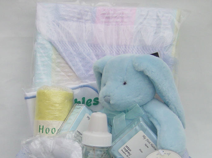 What to Put in a Baby Gift Basket, by Shirley George Frazier. All rights reserved.