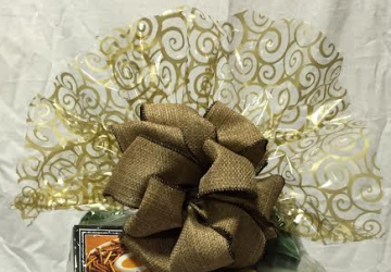 What to Put in An Office Gift Basket, by Shirley George Frazier. All rights reserved.