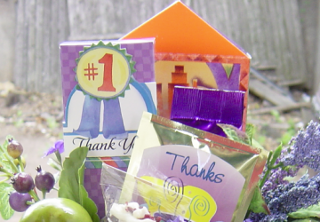 What to Put in a Hostess Gift Basket, by Shirley George Frazier. All rights reserved.